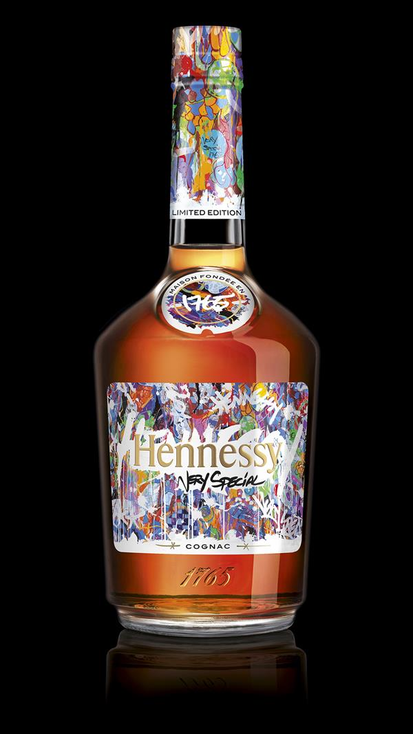 Hennessy_Very_Special_Limited_Edition_JonOne__bottle_black_background_5147