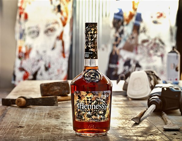 03 Hennessy_VS_Limited_Edition_by_Vhils